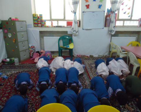 برگزاری نماز جماعت نمادین کلاسهای خانم فرمانبر و خانم مودت